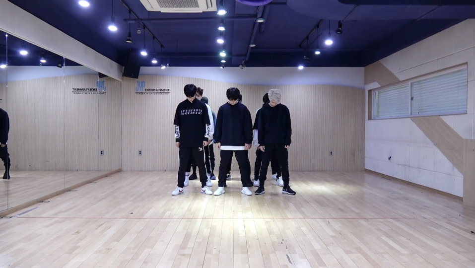 s2018e71 — [Dance Practice] «Mirror» (Random Speed Ver.)
