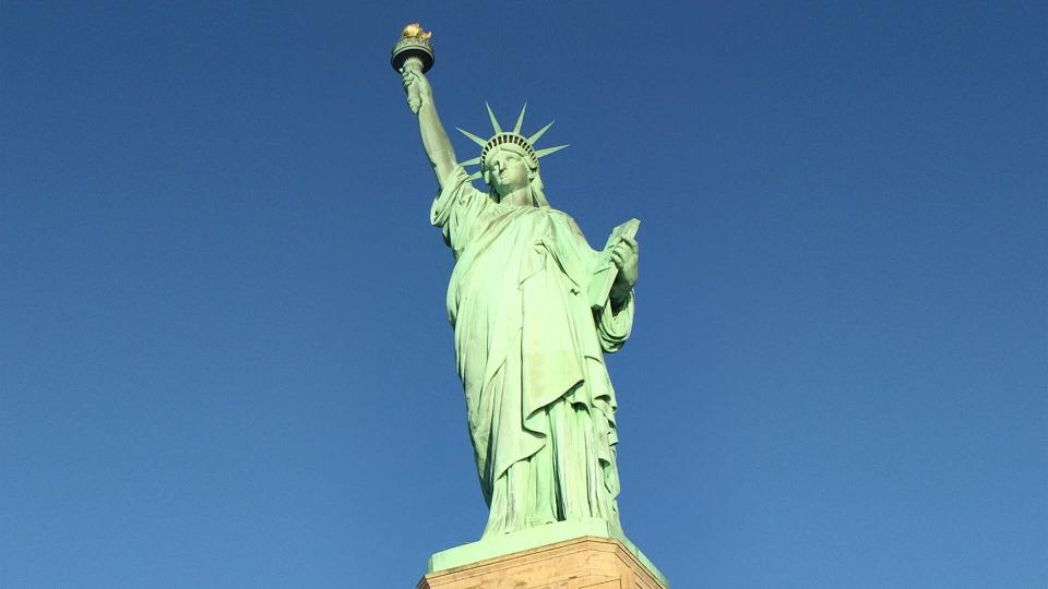 s01e01 — New York