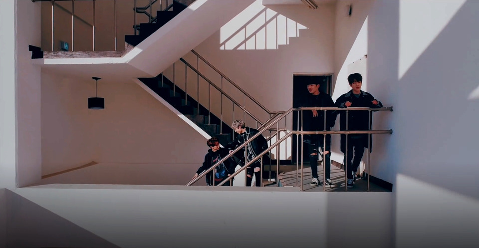 s2018e10 — [Teaser] «어린 날개» Performance