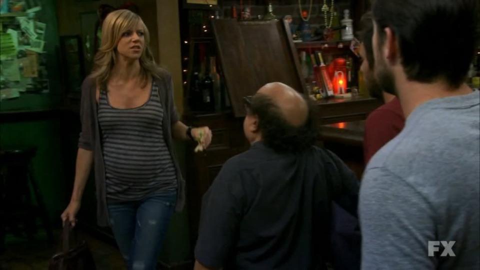s06e07 — Who Got Dee Pregnant?