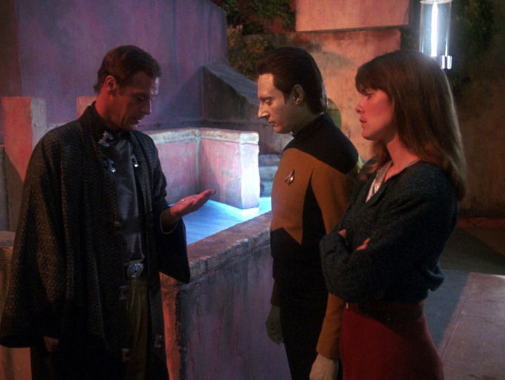s03e02 — The Ensigns of Command