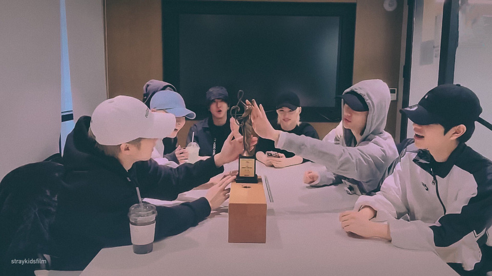 s2021e29 — [Live] 🏆 Stray Kids First Bonsang🏆!!!!! Thank you Stay! ❣❣❣