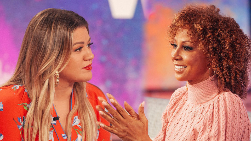 s02e42 — Holly Robinson Peete, Candace Cameron Bure, Lacey Chabert, Kane Brown, Maggie Rose