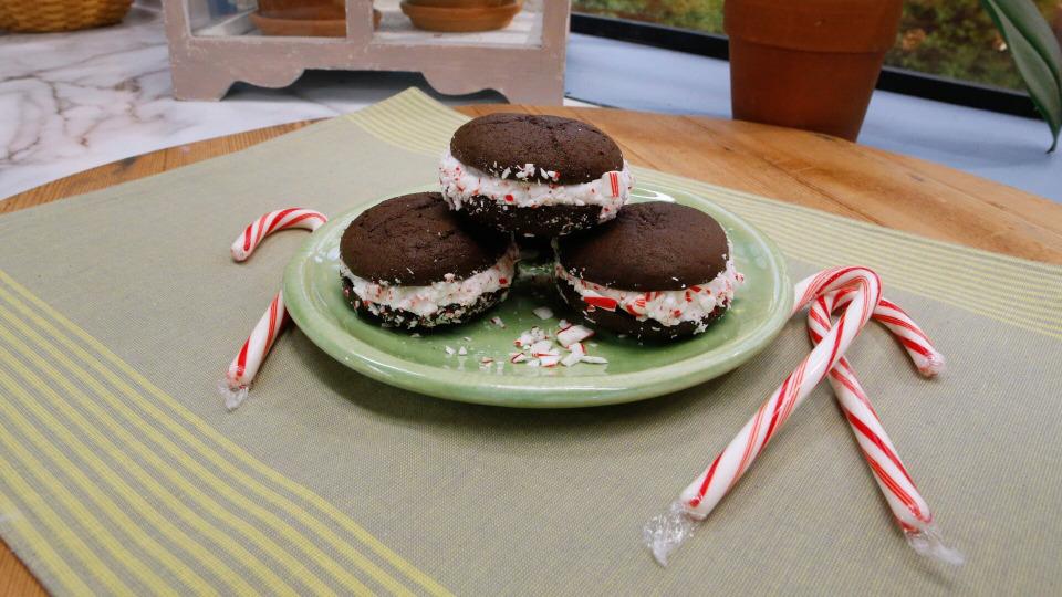 s08e02 — Cookie Swap Party!