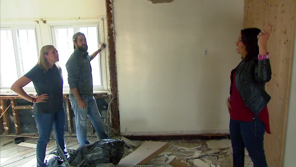 s2015e04 — High School Sweethearts Buy A Home That Tests Their Reno Skills