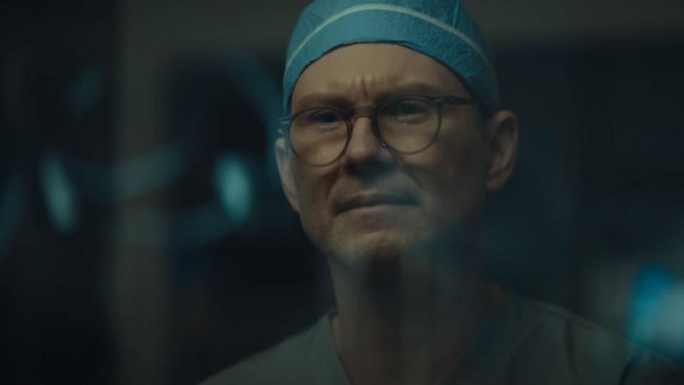 Посмотрите трейлер криминальной драмы Dr. Death охирурге, калечившем пациентов