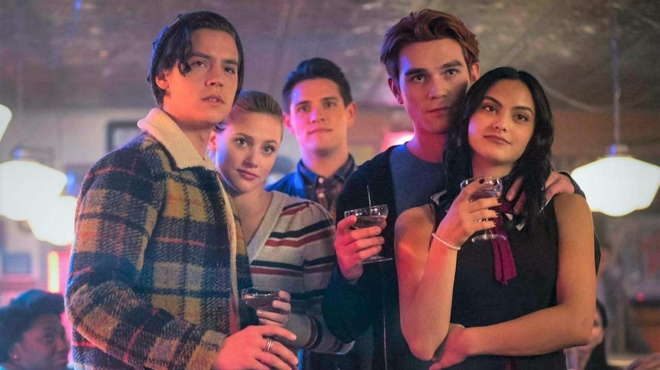 The CW назвал даты возвращения «Флэша», «Ривердэйла», «Бэтвумен» идругих своих сериалов