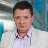 Ян Цапник — Игорь Борисович Кравцов, олигарх в бегах, отец Саши