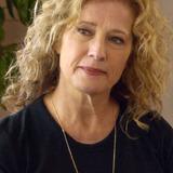 Nancy Travis — Lisa