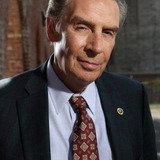 Jerry Orbach — Detective Leonard W.