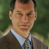Samuel Labarthe — Commissaire Swan Laurence