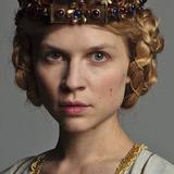 Clémence Poésy — Queen Isabella