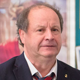 Дмитрий Астрахан — Янис Робертович, директор круиза