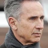 Thierry Lhermitte — Paul Maisonneuve