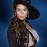 Anna Friel — Captain Elizabeth Bonny