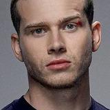 Oliver Stark — Evan